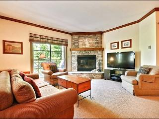 Perfect for Nature Lovers - Tastefully Decorated & Conveniently Located (6094) - Mont Tremblant vacation rentals
