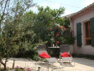 Wineworkers cottage - One bedroom cosy cottage with private garden - Pouzolles vacation rentals