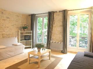 Marais 1 Bedroom - Sleeps 6 - 2 single beds/2 sofa sleeper (4595) - Paris vacation rentals
