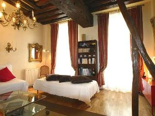 Marais - 1 Bedroom Sleeps 4 (4596) - Paris vacation rentals