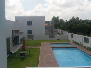 3 Bedroom Townhouse with sauna, pool and gym - Ghana vacation rentals