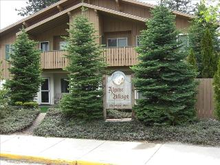 LAUTZENHAUS:$60. to $100. a day-30 day minimum - Leavenworth vacation rentals