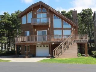 Pine Beach Retreat ~ 4 Bedroom ~ Hot Tub ~ Slps 14 - Rockaway Beach vacation rentals