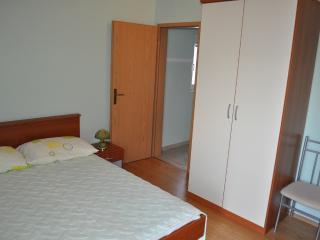 Apartments Zoran - 45101-A4 - Vis vacation rentals