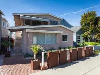 East Balboa Blvd. - Beautiful Mid-Century Peninsula Point Apartments - Newport Beach vacation rentals