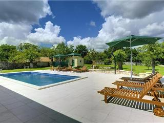 7 bedroom Villa in Rojnici, Istria, Rojnici, Croatia : ref 2234044 - Orihi vacation rentals