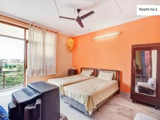 25 Minutes from airport,free WIFI - National Capital Territory of Delhi vacation rentals
