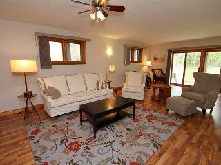 Bright 3 bedroom Point Clark Cottage with A/C - Point Clark vacation rentals
