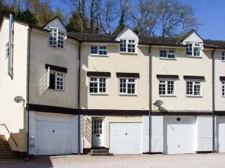 9 WYE RAPIDS COTTAGES, mid-terrace, over three floors, parking, garden, in Symonds Yat, Ref 912225 - Symonds Yat vacation rentals