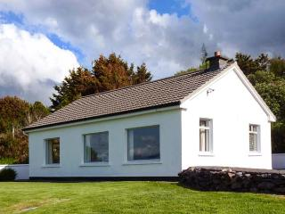 MOUNT CARMEL, multi-fuel stove, glorious views of Rossbeigh Strand, patio with furniture, Ref 912291 - Glenbeigh vacation rentals
