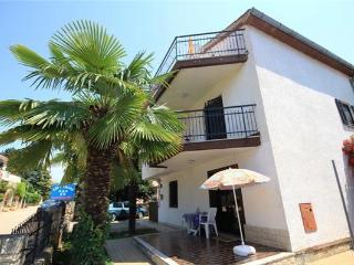 Nice 1 bedroom Novigrad Apartment with A/C - Novigrad vacation rentals