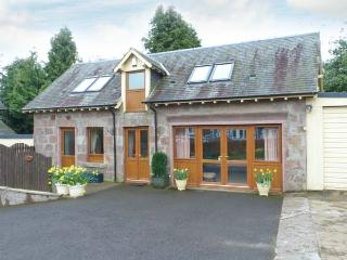 BLAIRMOUNT COACH HOUSE, country holiday cottage, with a garden in Blairgowrie, Ref 2860 - Perth and Kinross vacation rentals