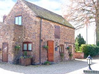 THE COACH HOUSE, cosy romantic retreat, patio garden, close to Ironbridge and Bridgnorth, Ref 12444 - Bridgnorth vacation rentals