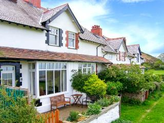 5 CAE GLAS, woodburning stove, sea views, rear deck and front patio in Dwygyflchi near Conwy, Ref 12611 - Conwy vacation rentals