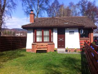 STRATHISLA, pet-friendly single-storey cottage with open fire in Aviemore, Ref 23108 - Aviemore vacation rentals