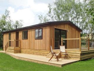 ALDER LODGE, WiFi, woodburner, fishing, riverside cottage near Clun, Ref. 27202 - Shropshire vacation rentals