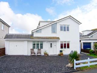 CARREG DDEWIN, detached, close to amenities, off road parking, garden, in Rhosneigr, Ref 30717 - Rhosneigr vacation rentals
