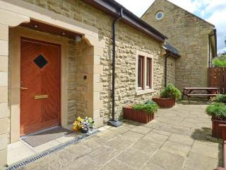 TULIP COTTAGE, cosy cottage with en-suite, games room, balcony, patio, Rothbury Ref 904908 - Ponteland vacation rentals