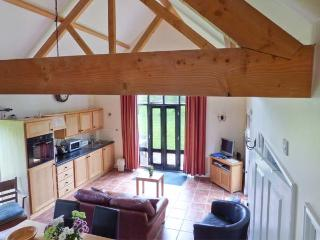 FISHERMAN'S LODGE, timber-framed lodge with great views, on-site fishing, close Cambridge, Saffron Walden Ref 905373 - Arkesden vacation rentals