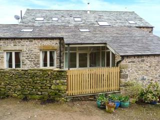 HAWKRIGG COTTAGE, on working dairy farm, off road parking, patio, in Kirkby Lonsdale, Ref 908362 - Silverdale vacation rentals