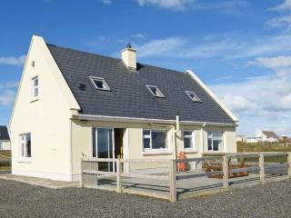 BOURKE'S COTTAGE, detached cottage with stove, views, garden, patio, en-suite, Kilbaha Ref 911927 - Kilbaha vacation rentals