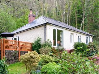 BRON ABER, all ground floor, fantastic views, woodburner, WiFi, pets welcome, lots of attractons nearby, detached cottage in Art - Arthog vacation rentals