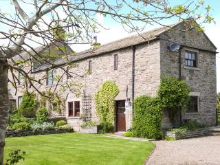 WHITBRIDGE COTTAGE, stone-built, en-suite, woodburning stove, off road parking, garden, in Mickleton, Ref 912110 - Mickleton vacation rentals