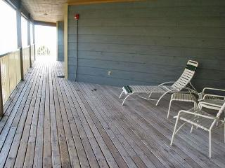 Relaxing beachside retreat- 2 TVs, internet, pool, BBQ, elevator - Gulf Shores vacation rentals