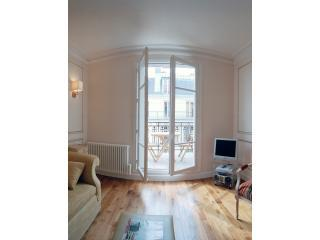 Living Room View One - Sacre Coeur Chic Two bedroom, with Balcony - Paris - rentals