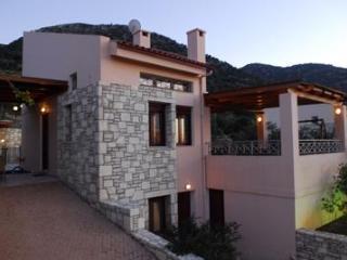 Seaview villa -Breakfast  big pool, beach nearby - Rethymnon vacation rentals