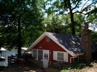 Cozy Cabin - Available now in perfect Osage Beach cove location - Osage Beach - rentals