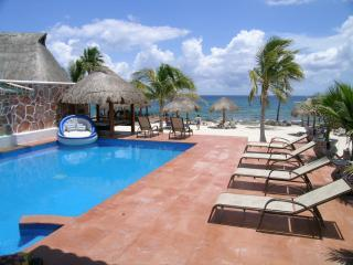 Villa Carine pool view - Great Value on the beach in Puerto Aventuras - Puerto Aventuras - rentals