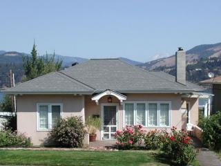 Villa Rosa - Hood River Hideaways, River/Mt Views - Hood River vacation rentals