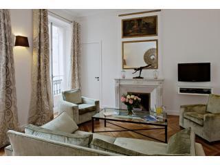 Living Room View One - Saint-Germain Luxury Two Bedroom - Paris - rentals