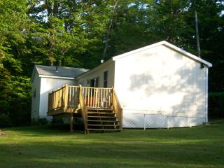 Lakeview home with swingset & firepit! - Lee vacation rentals