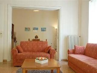 Living room with dining room in background - Central apartment with balcony in Nafplio, Greece - Nauplion - rentals