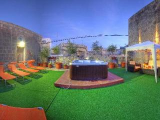 Selfcatering Villa with Jacuzzi Spa -Palazzo Maria - Qormi vacation rentals