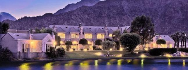The Inn & Lake La Quinta at night - The Lake La Quinta Inn - La Quinta - rentals