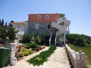 5568  A1(2+2) - Zverinac (Island Zverinac) - Bozava vacation rentals