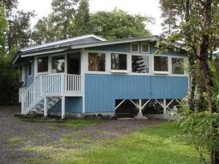 Cozy Cottage in a Tropical Garden Grove - Keaau vacation rentals