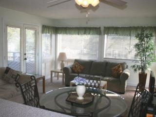 Awesome Vacation Condo ....Just steps to the beach!! 02207 - Myrtle Beach vacation rentals