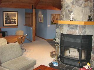 West Coast gem above beautiful mountain lake. - Garden Bay vacation rentals