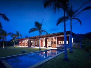Pool & House by Night - The Reef House - Port Vila - rentals