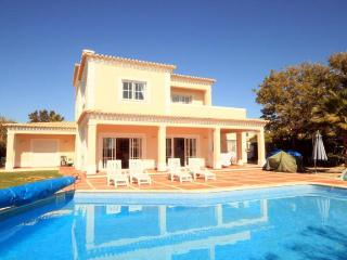 Vila Do Amor - Clube Golf e Mar-Carvoeiro A/C Sea - Carvoeiro vacation rentals