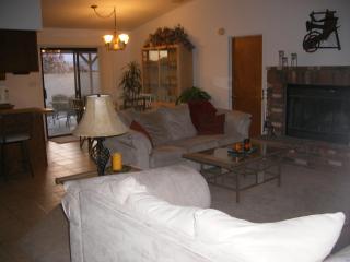 BEAUTIFUL 3 bd HOME CLOSE TO RIVER, LAKE CASINOS - Bullhead City vacation rentals