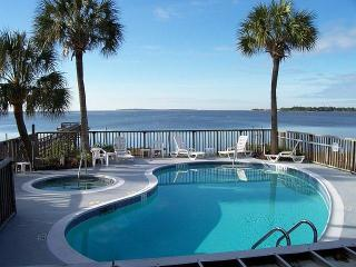 CLAM GOOD TIME 2Br/2Ba Condo w/Pool & Hot Tub - Cedar Key vacation rentals