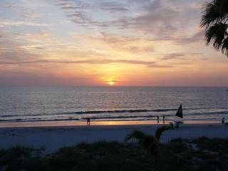 DIRECT gulf front 3 bdrm condo - Stunning views... - Indian Rocks Beach vacation rentals