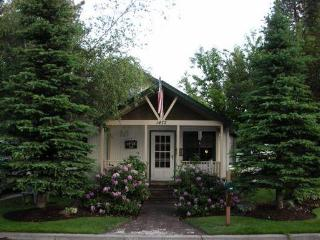Pet Friendly 2 Bedroom Cottage - Bend vacation rentals