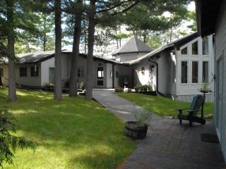 Beautiful Muskoka cottage on Muldrew Lake - Gravenhurst vacation rentals