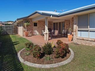 Kidman Place - 2 living/4 bed/2 bath home, Keperra - Brisbane vacation rentals